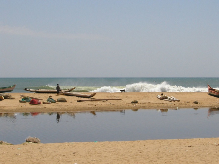 Empty surf in the east coast of India - Photo: Jon Bowen/Flickr
